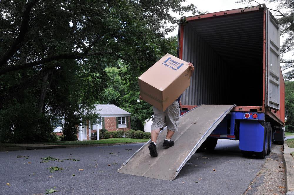 loading-truck_diy-moving-truck.jpg