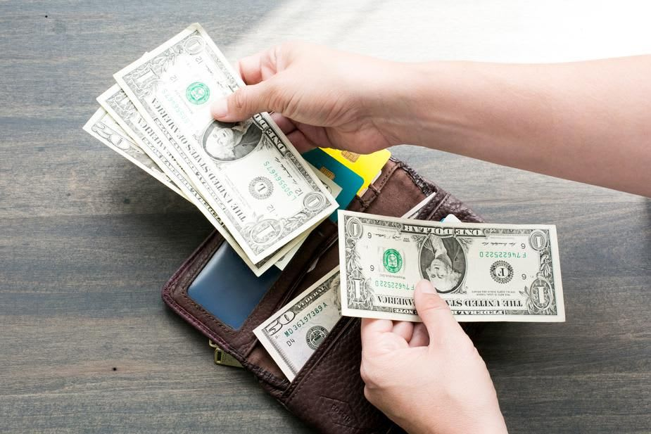 wallet-tipping-movers