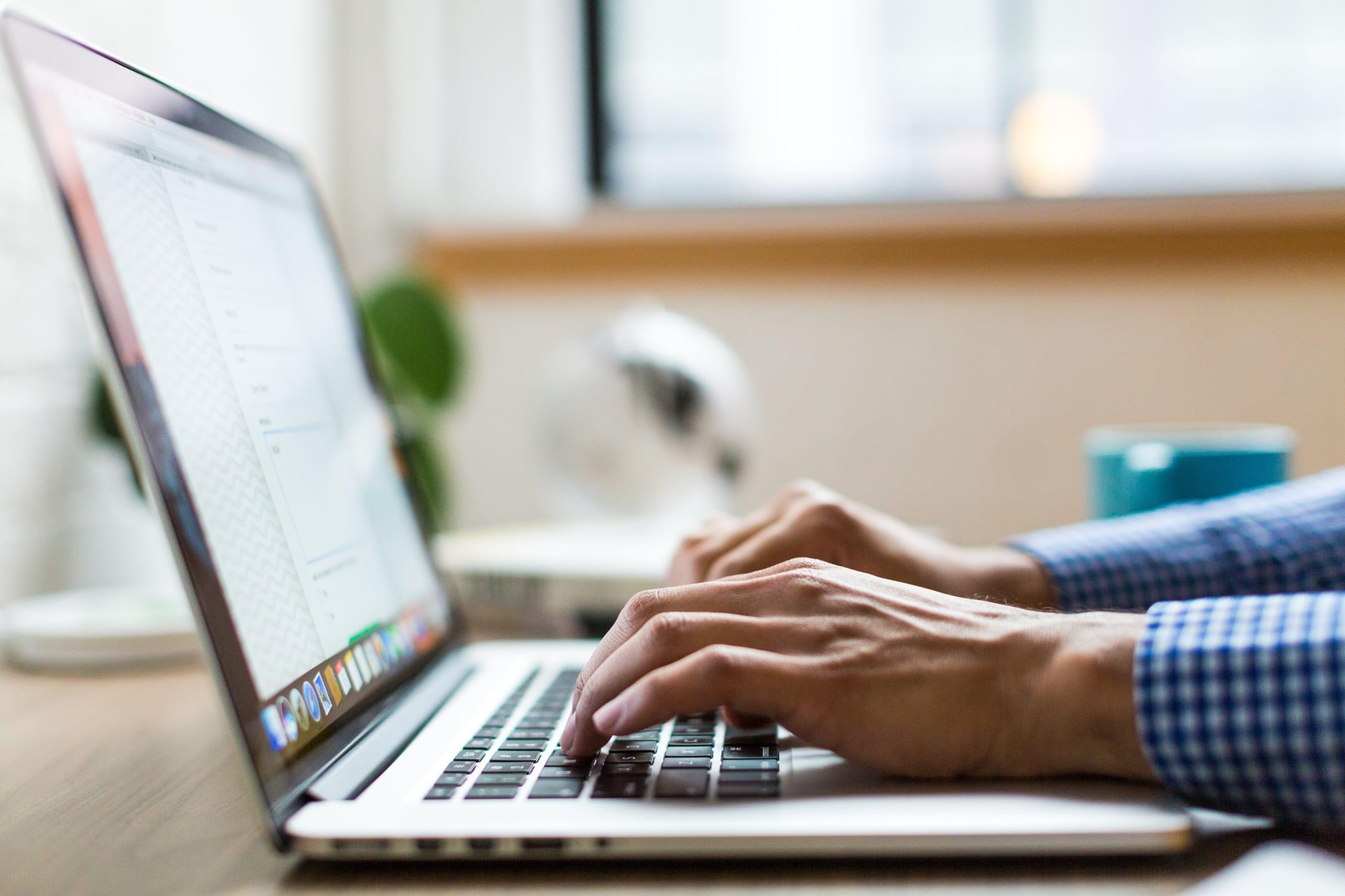 man_using_laptop