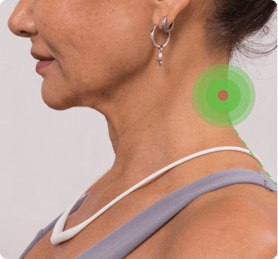 Upright Necklace correcting woman's neck posture