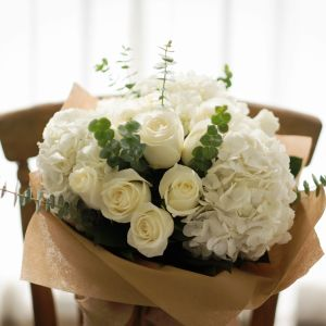 White Roses, Hydrangea | Buy Flowers in Dubai | Gifts | Cakes