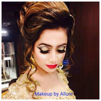 Heavy Bun Hairstyle And Eye Makeup By Sonalika Kapoor