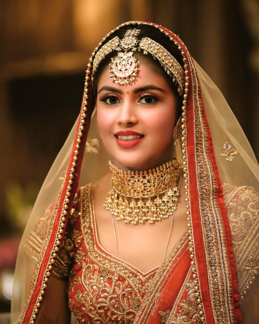 Bright Highlighted Bridal Makeup With Heavy Kundan Accessories by Kabeer Grover Wedding-photography Bridal-makeup Bridal-jewellery-and-accessories | Weddings Photos & Ideas