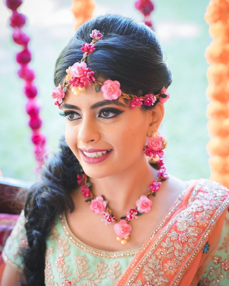 Bridal Mangtikka,Necklace And Earings Entwined With Pink Roses by Kabeer Grover Wedding-photography Bridal-jewellery-and-accessories Bridal-makeup | Weddings Photos & Ideas