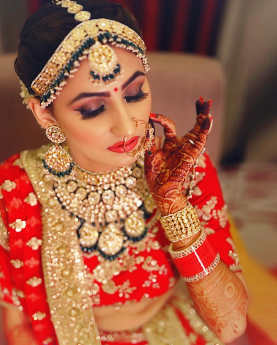 Bright Highlighted Makeup And Accessories Ideas by Kabeer Grover Wedding-photography Bridal-jewellery-and-accessories Bridal-makeup | Weddings Photos & Ideas