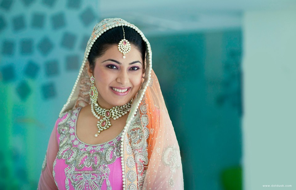 Bride Wearing Beautiful Polki Kundan Set With Pearls by Lakhbir & Sundeep Singh Bridal-makeup Bridal-jewellery-and-accessories | Weddings Photos & Ideas