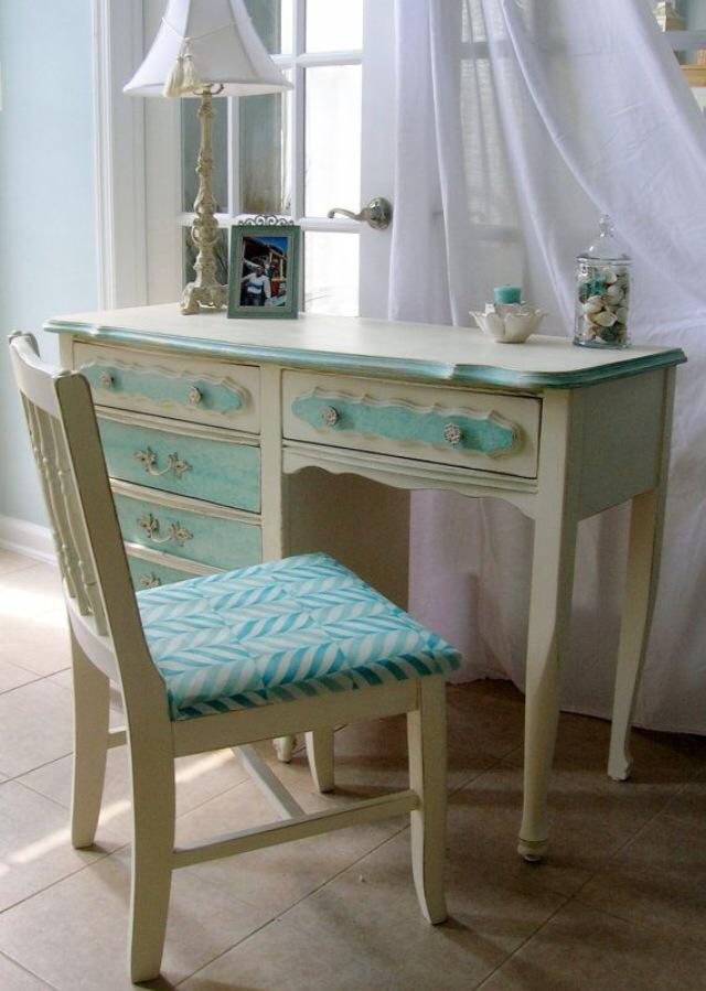 Vintage Turquoise Cushioned Chair And Table by Ishika singh Bedroom Vintage | Interior Design Photos & Ideas