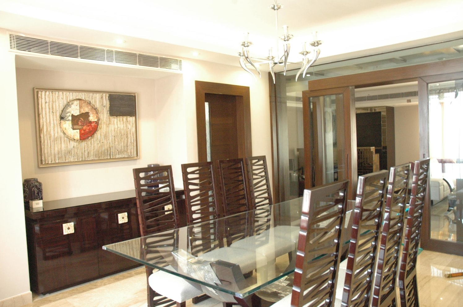 Dining Room With Traditional Dining Chairs by Ishika singh Dining-room Traditional | Interior Design Photos & Ideas