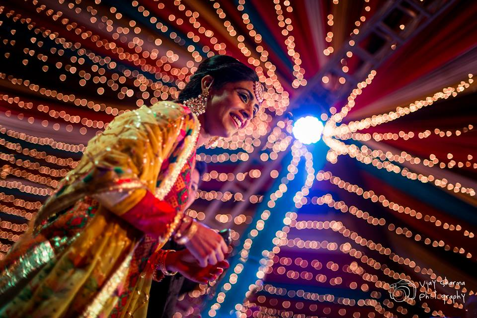 Stellar Bride on her Sangeet Day! by Vijay Sharma Wedding-photography Bridal-jewellery-and-accessories | Weddings Photos & Ideas