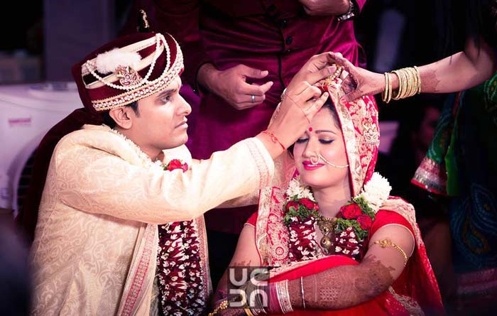 Maroon Turban With Pearl Kalangi Brooch by Dushyantha Kumar C Wedding-photography | Weddings Photos & Ideas