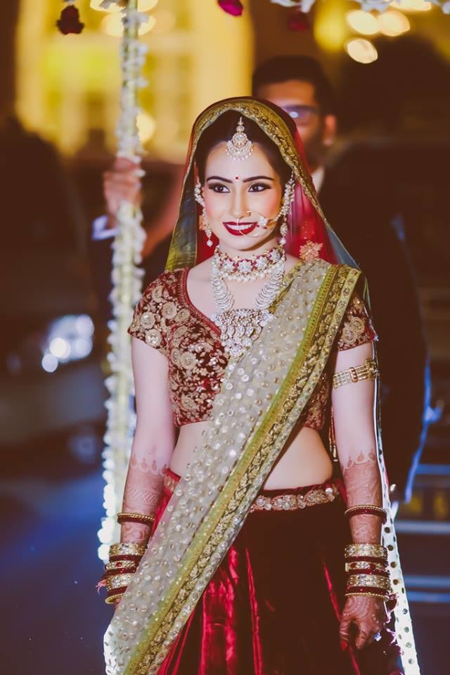 Bride Wearing Stunning Diamond Jewelery by Arjun Mahajan Wedding-photography Bridal-jewellery-and-accessories Bridal-makeup | Weddings Photos & Ideas