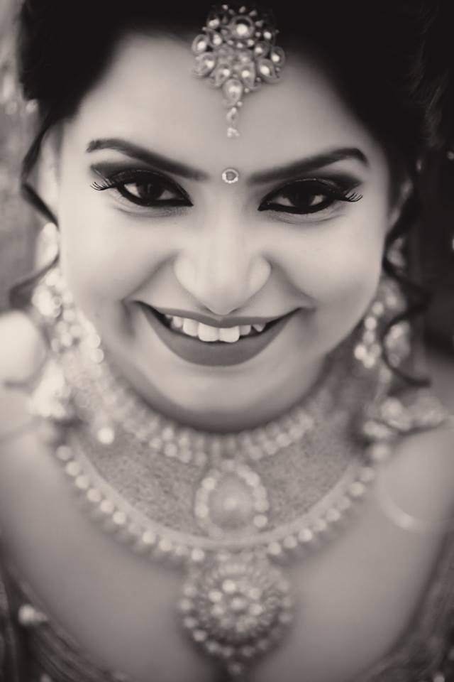 Stunning Gaze Of The Bride! by Arjun Mahajan Wedding-photography Bridal-jewellery-and-accessories Bridal-makeup | Weddings Photos & Ideas