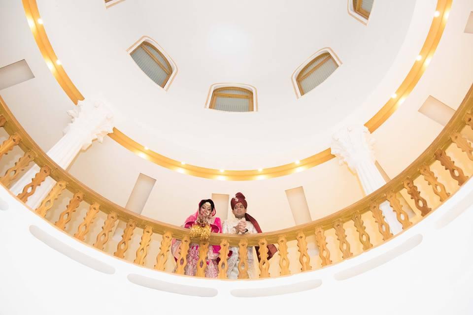 Elegant Glance Of The Couple! by Saurabh Wedding-photography | Weddings Photos & Ideas