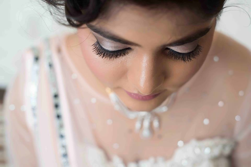 Bride Adoring Simple Eye Makeup! by Saurabh Wedding-photography Bridal-makeup | Weddings Photos & Ideas