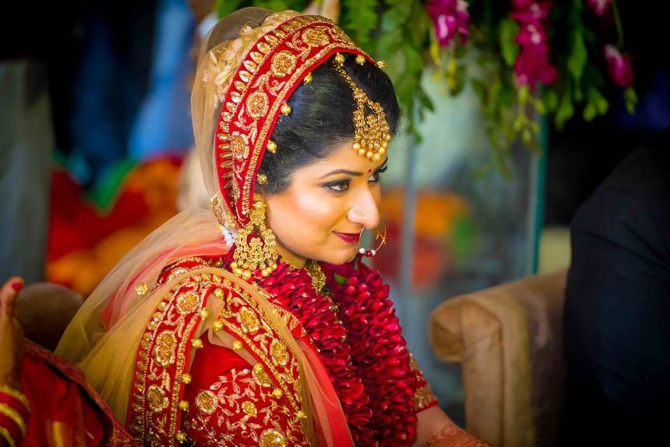 Delicate Gold And Pearl Jewellery For The bride by Saurabh Wedding-photography Bridal-jewellery-and-accessories Bridal-makeup | Weddings Photos & Ideas