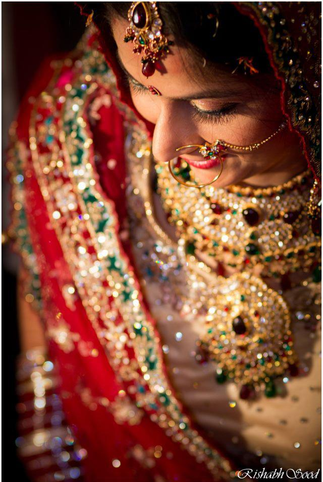 Sparkling Hues Of The Bride! by Rishabh Sood Wedding-photography Bridal-jewellery-and-accessories | Weddings Photos & Ideas