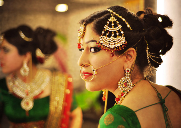 Graceful Bride Wearing Jhumka Mangtikka With Red Pendant Kundan Jewellery by Sunil S Rawat Wedding-photography Bridal-jewellery-and-accessories Bridal-makeup | Weddings Photos & Ideas