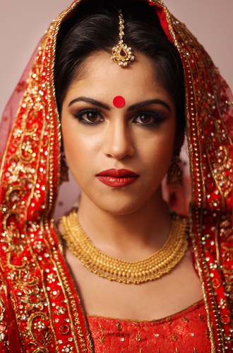 Stunning Bride With Bold Red Lips And Gold Neckpiece by Sunil S Rawat Wedding-photography Bridal-jewellery-and-accessories Bridal-makeup | Weddings Photos & Ideas