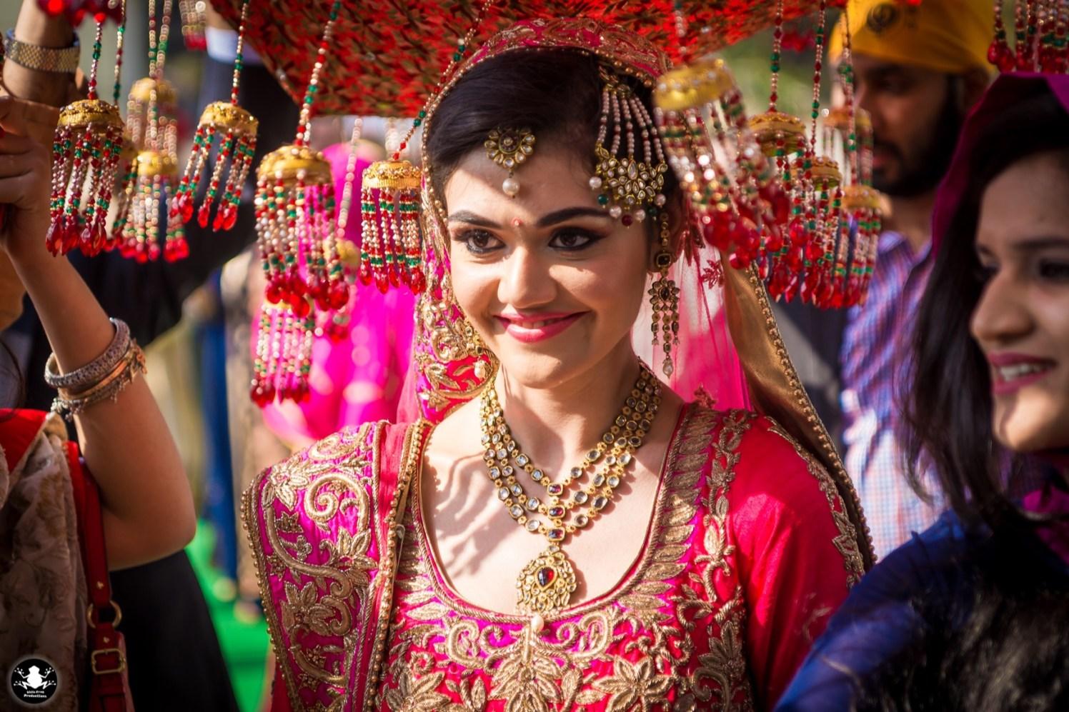 Passa Mang Tikka by Kunal Khanna Bridal-makeup Bridal-jewellery-and-accessories | Weddings Photos & Ideas