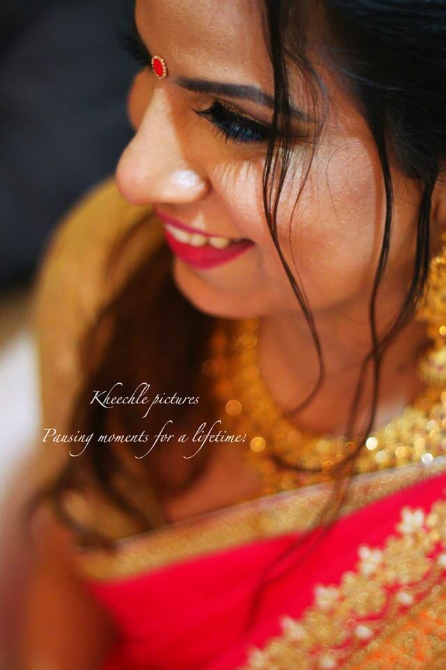 Candid Bride Pose by Kheechle Pictures Wedding-photography | Weddings Photos & Ideas