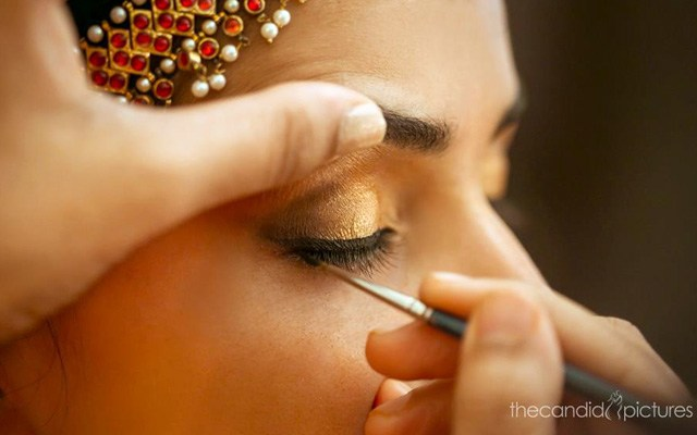 Bride-To-Be Wearing Glittering Gold Eye Makeup by Kiran Kumar J Wedding-photography | Weddings Photos & Ideas