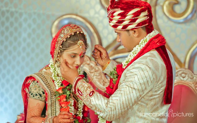 Groom Putting on Mangalsutra on Bride by Kiran Kumar J Wedding-photography | Weddings Photos & Ideas