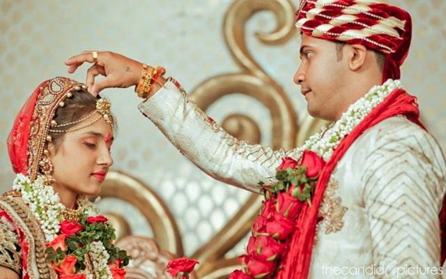 Groom Putting Sindoor on Bride by Kiran Kumar J Wedding-photography | Weddings Photos & Ideas