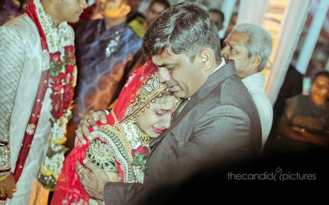 Candid Moment Between Bride and Her Father During Her Bidaai by Kiran Kumar J Wedding-photography | Weddings Photos & Ideas
