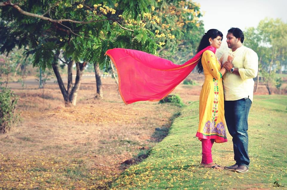 Bride and Groom-To-Be's Filmy Pose in a Field by Yateesh Wedding-photography | Weddings Photos & Ideas