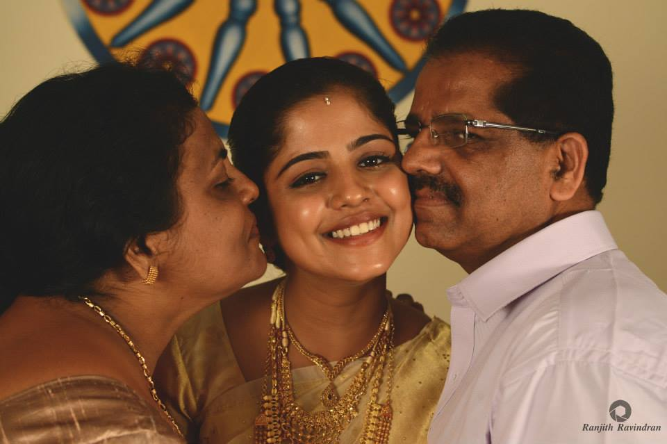 Radiant Christian Bride Posing With Her Parents by Ranjith R Ravindran Wedding-photography | Weddings Photos & Ideas