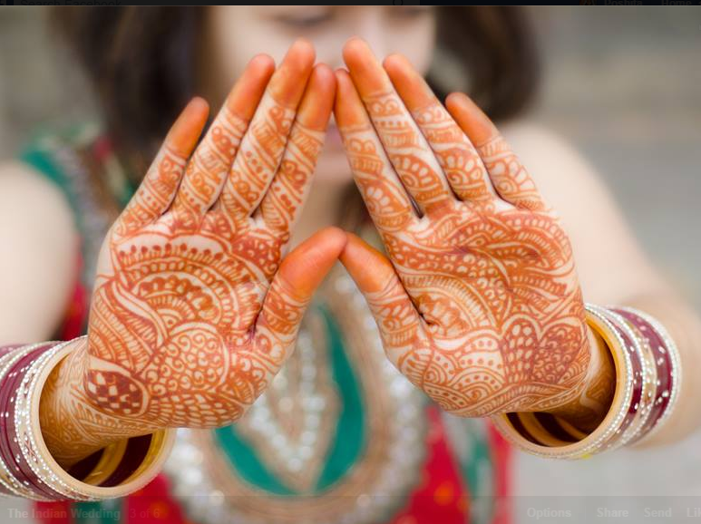 Bride Showing  Beautiful Paisley Print Henna Design by Obscur Photography Bridal-mehendi | Weddings Photos & Ideas