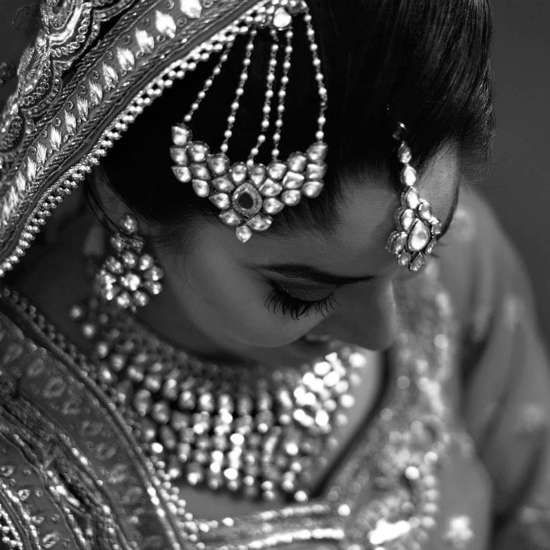 Bride Wearing Beautiful Polki Mang Teeka by Nitin Tanwar Bridal-jewellery-and-accessories | Weddings Photos & Ideas