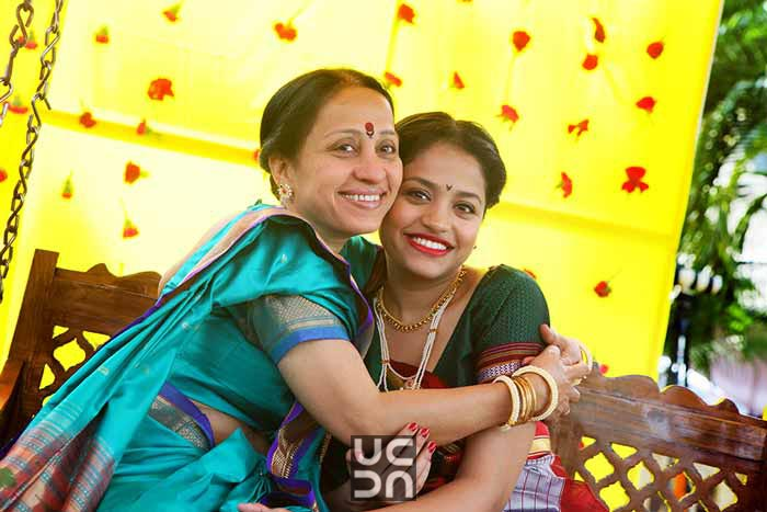 Cheerful mood of the bride and her mother by Madhuri Sharma Photography Wedding-photography | Weddings Photos & Ideas