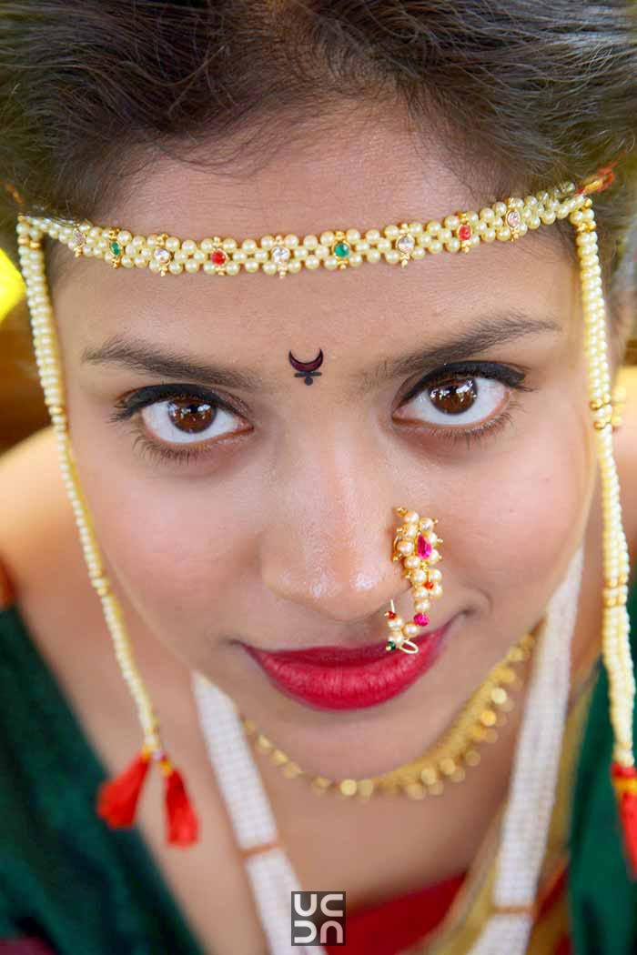 Gleaming marathi bride with gorgeous matha patti by Madhuri Sharma Photography Wedding-photography | Weddings Photos & Ideas