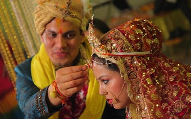 Groom Applying Sindoor on His Bride by Kshitij Gupta Wedding-photography | Weddings Photos & Ideas
