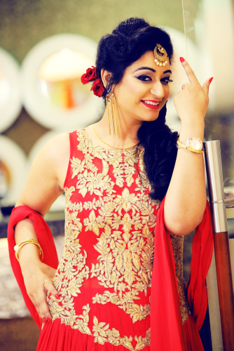 Peppy Bride Showing Off Her Mang Teeka by Kshitij Gupta Wedding-photography | Weddings Photos & Ideas
