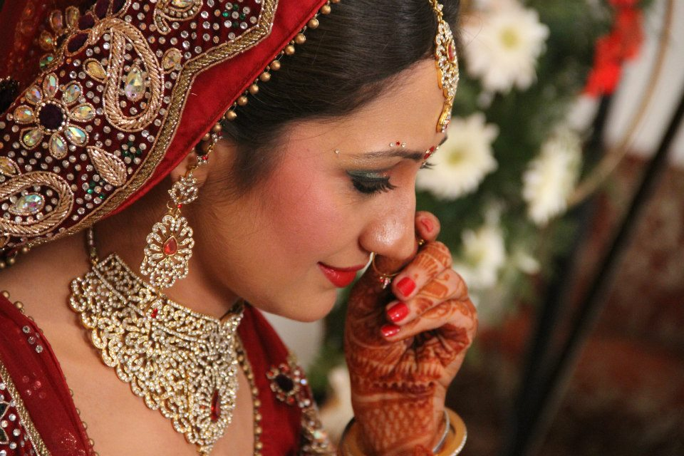 Bride Looking Beautiful With Bold Eye Makeup by Nishtha Kumar Bridal-makeup Bridal-jewellery-and-accessories | Weddings Photos & Ideas