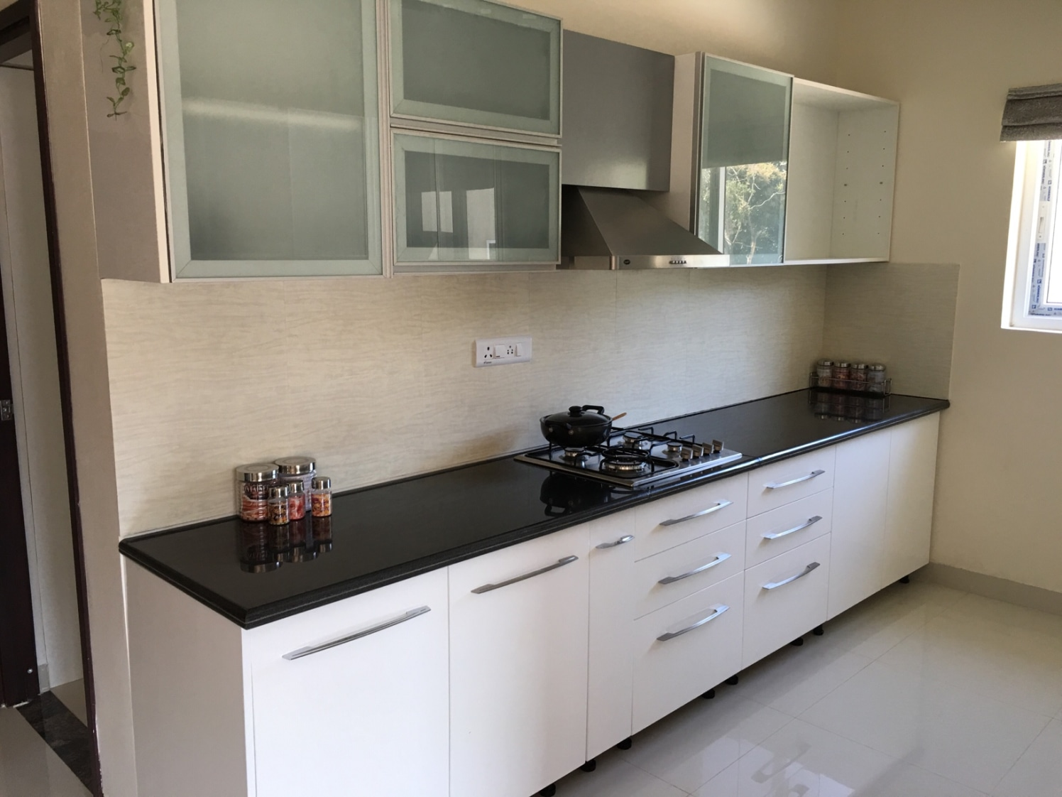 Modular kitchen by Ahead Construction and Interiors Modular-kitchen Modern   Interior Design Photos & Ideas