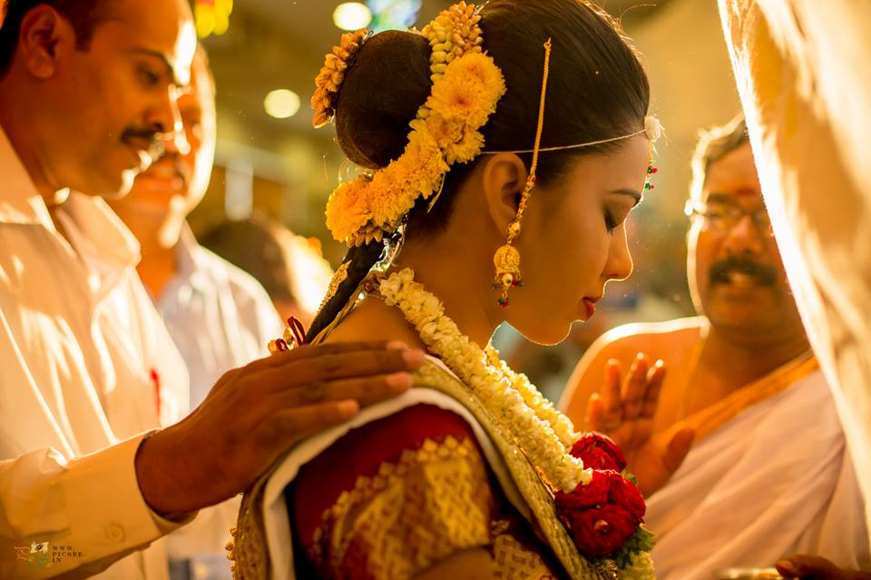 Candid Click  of South Indian Bride by Bharath Venkatesh Wedding-photography | Weddings Photos & Ideas
