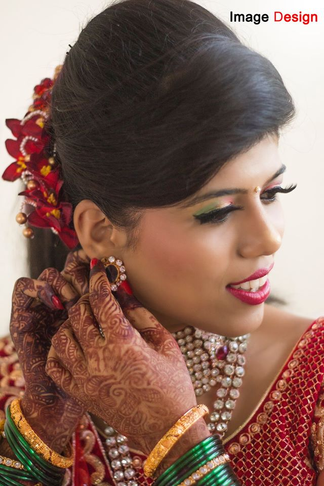 Marathi Bride Getting Ready by Vishal Wedding-photography Bridal-makeup | Weddings Photos & Ideas