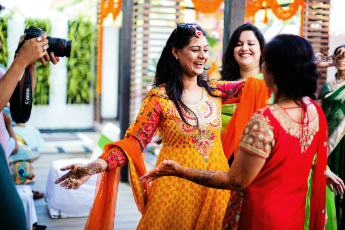 Dancing Queens On Mehendi Day! by Sharad Shiromani Wedding-photography | Weddings Photos & Ideas