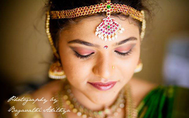 Gold And Gemstone Matha Patti! by Bagavathi Wedding-photography Bridal-jewellery-and-accessories Bridal-makeup | Weddings Photos & Ideas