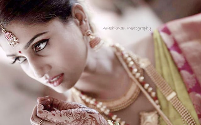 Marvelous Bride Wearing Simple Bridal Jewellery! by Amshuman Wedding-photography Bridal-jewellery-and-accessories | Weddings Photos & Ideas