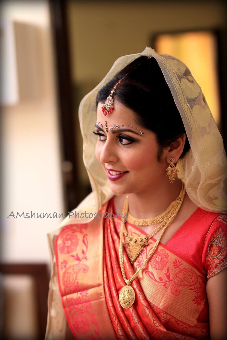 Regal Bride Wearing Gold Jewellery! by Amshuman Wedding-photography Bridal-jewellery-and-accessories Bridal-makeup | Weddings Photos & Ideas