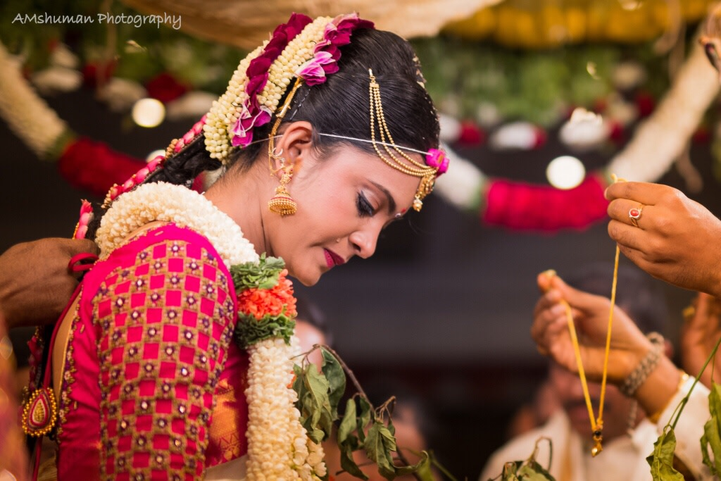 Beautiful Bride Wearing Exquisite Gold Jewellery! by Amshuman Wedding-photography Bridal-jewellery-and-accessories | Weddings Photos & Ideas