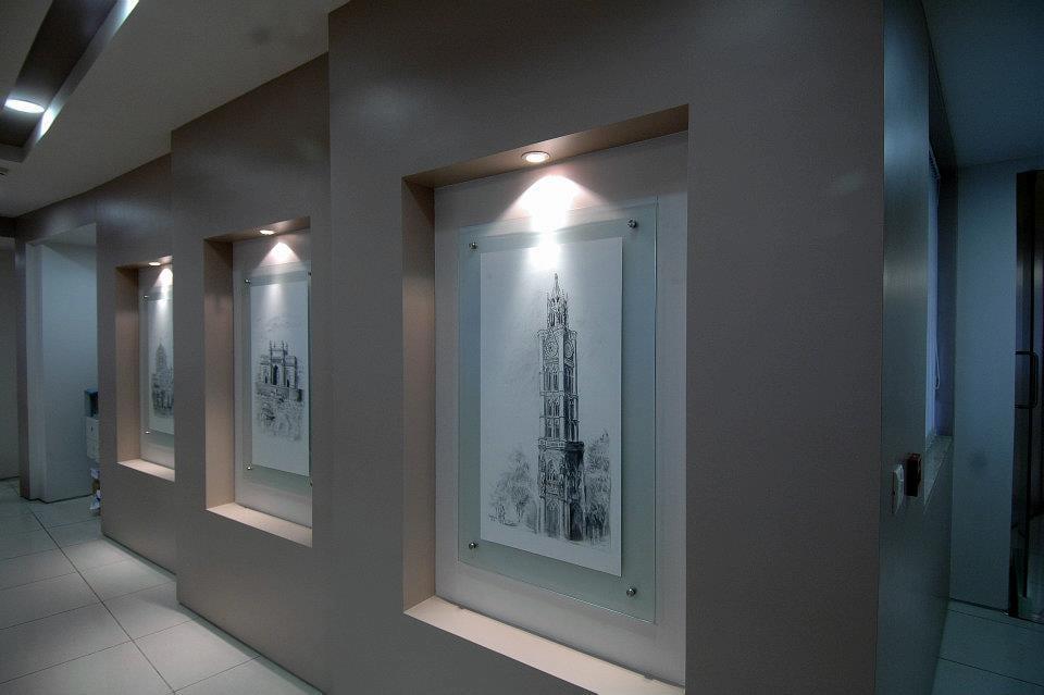 Hallway With Monuments on Display by Hoshedaar Eruch Carnac Indoor-spaces Modern | Interior Design Photos & Ideas