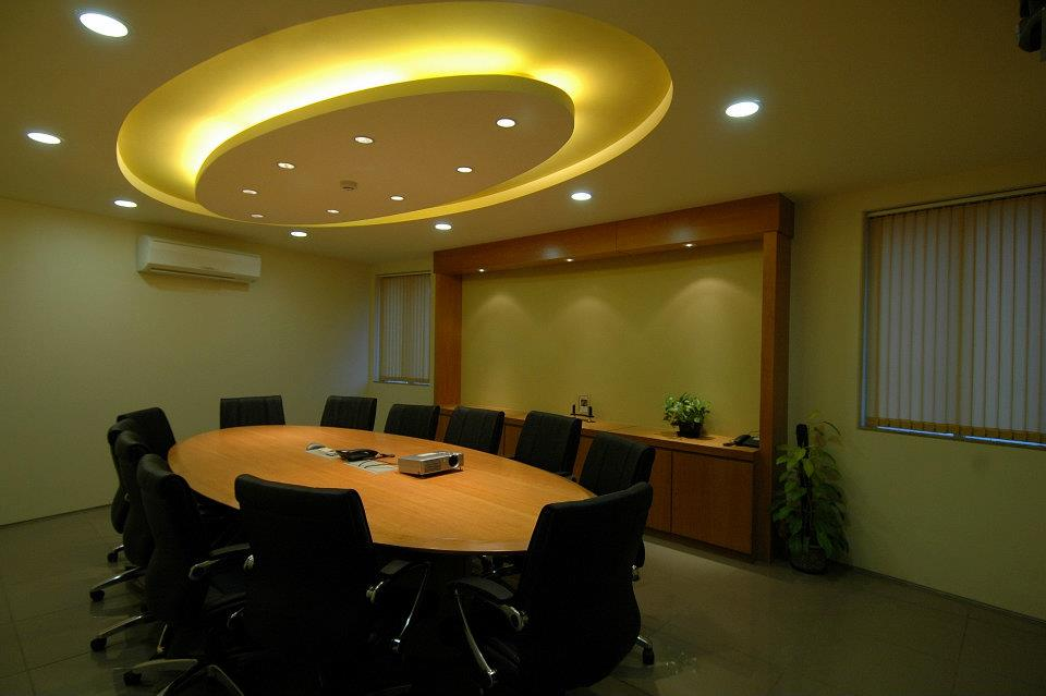 Conference Rooms With Oval Wooden Table And Designer False Ceiling by Hoshedaar Eruch Carnac Modern | Interior Design Photos & Ideas