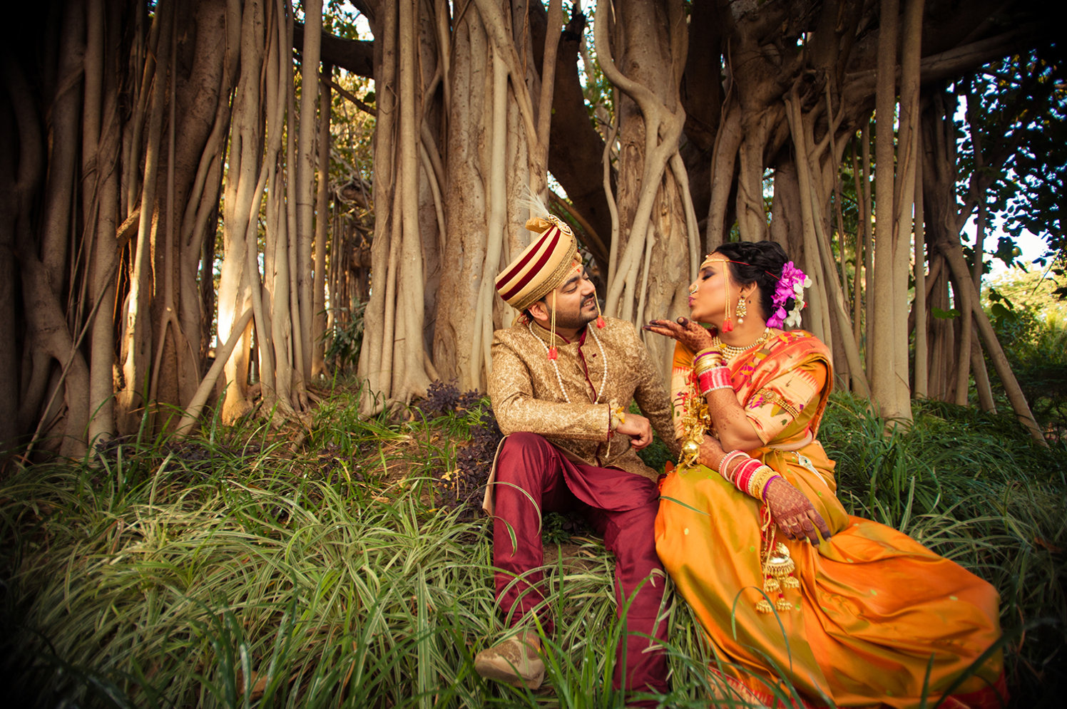 Marathi Bride and Groom Posing in a Garden by Bosco Naveen Wedding-photography | Weddings Photos & Ideas