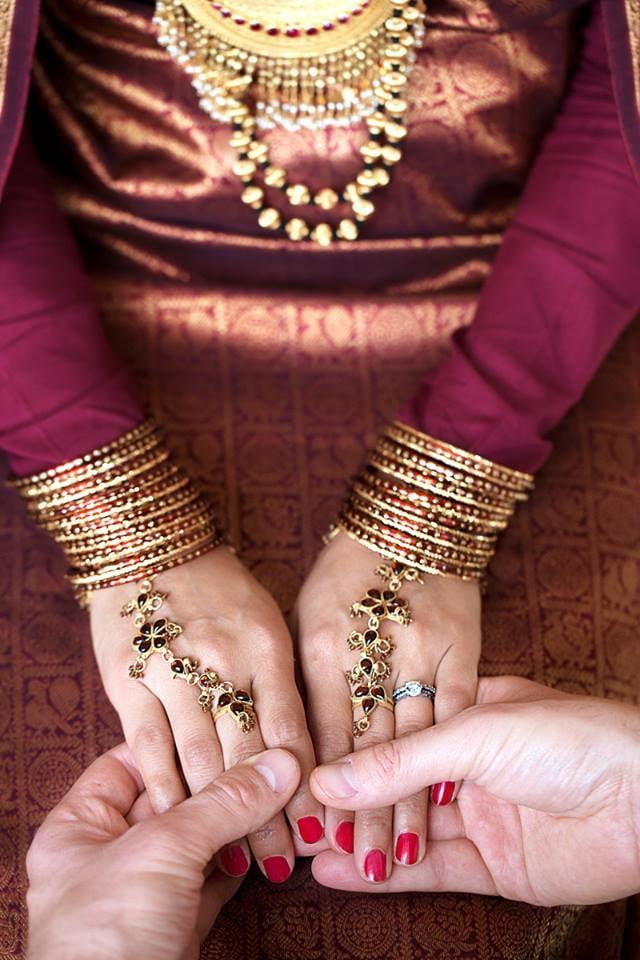 Bridal hand shot by Imageirie Wedding-photography | Weddings Photos & Ideas