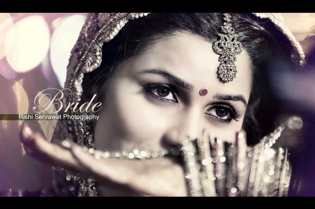 Elegant Bride Wearing A Gold Mangtikka! by Rishi Sehrawat Wedding-photography Bridal-jewellery-and-accessories | Weddings Photos & Ideas